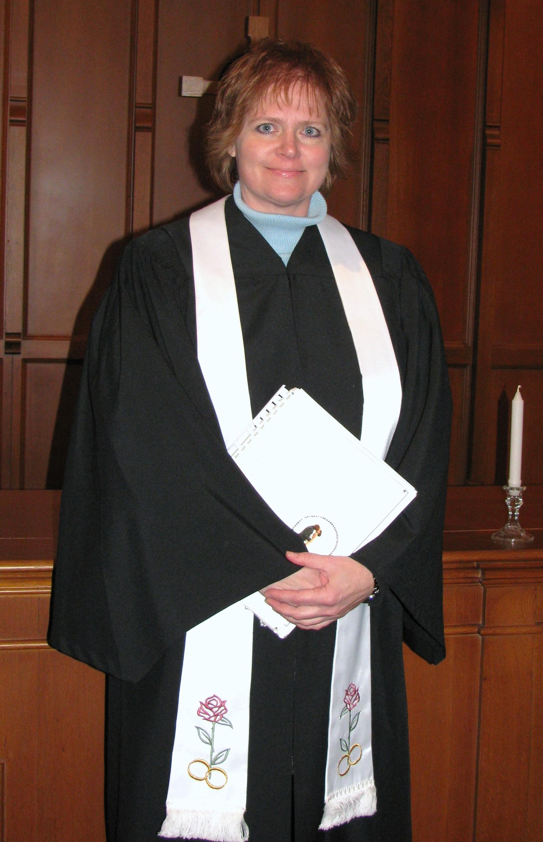 Rev. Renee officiates in Pulaski, Green Bay, Shawano, Clintonville and surrounding areas.